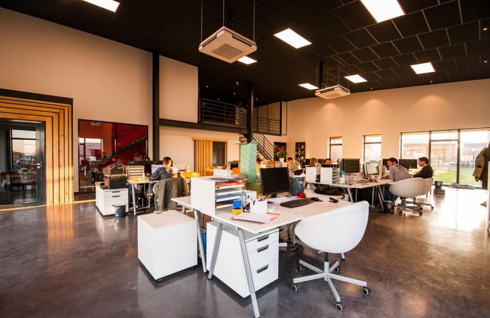 Drie tips waarmee je kantoorinrichting geld oplevert